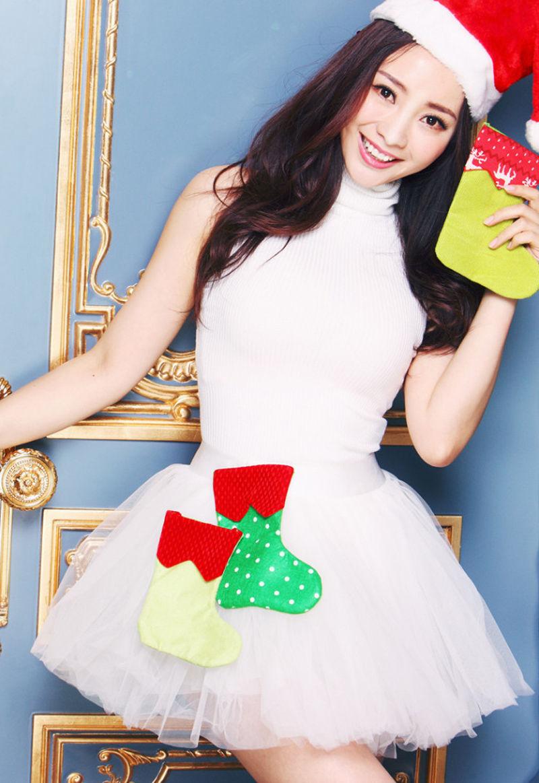 12月24日 柳岩性感圣诞主题写真曝光 头戴圣诞鹿角可爱性感 俯身送香