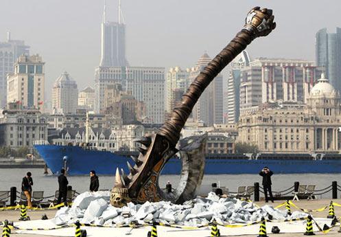 """一把巨斧""""砸""""到了上海陆家嘴"""