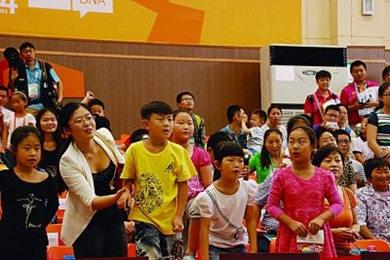 为吸引观众南京青奥v观众比赛现场放摇滚乐桂林市金鞍马术电话图片
