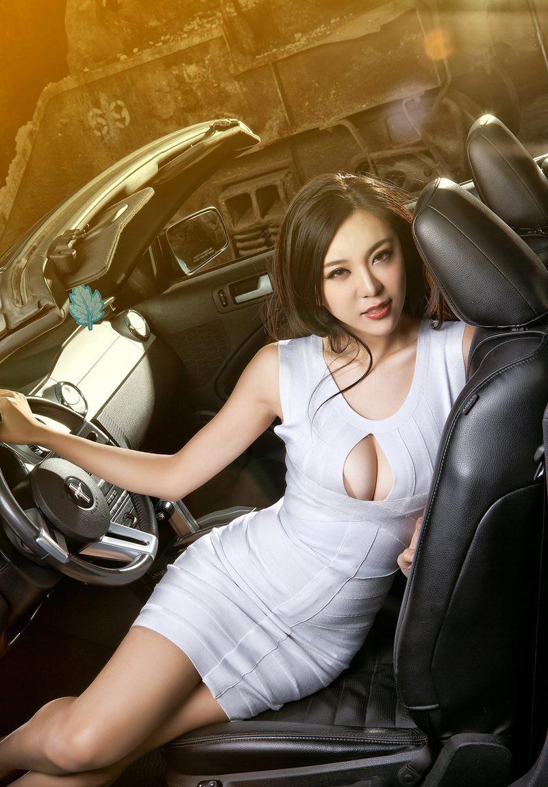 美女车模--白色紧身超短裙诱惑