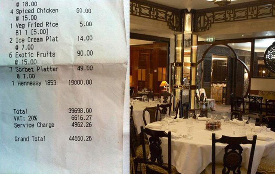 """伦敦当地时间8月2日,英国一家网站发布了一条几乎让全世界网民都无法置信的新闻:15名奥运官员在某家伦敦饭店一顿午餐消费高达44660.26英镑(近45万人民币)!在这条帖子发出后不久,就成了广受网民关注的焦点。15名奥运官员这份总价高达44660.26英镑的收据中,包括一瓶高达1.9万英镑的轩尼诗白兰地(1853)。该餐厅属于伦敦的多切斯特宾馆内部的一家名为""""中国唐""""的饭店,该餐厅确实销售1.9万英镑(折19万人民币)的轩尼诗白兰地(1853)。"""
