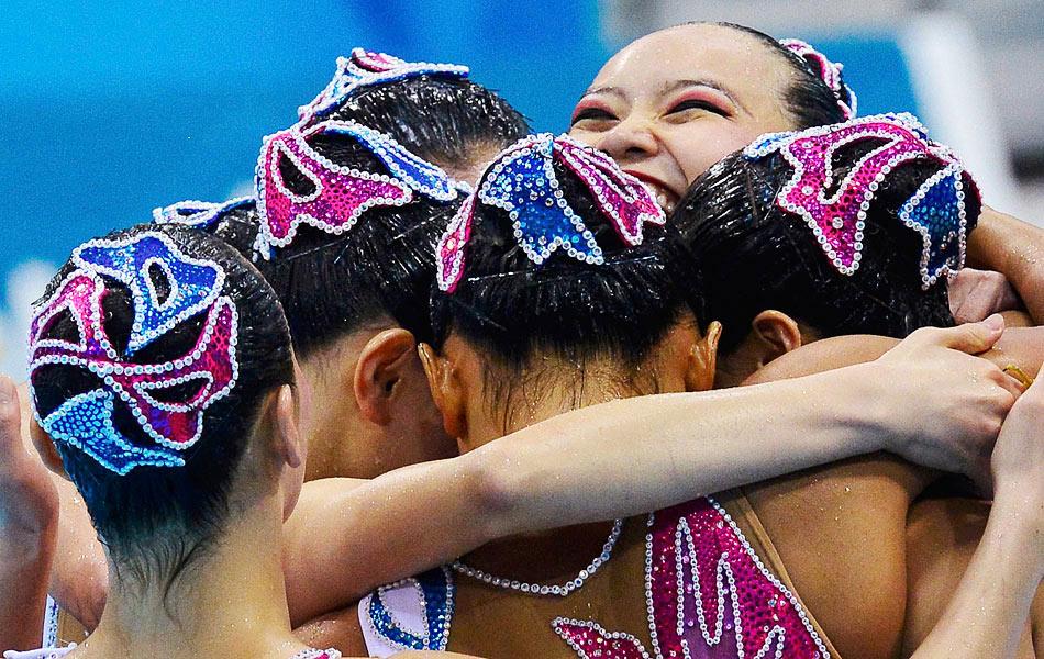 2012年8月10日,2012年伦敦奥运会花样游泳团体项目结束了自由自选的比赛,并决出了最终的冠军。俄罗斯队以197.030分高居榜首,获得冠军,由于此前已经获得双人项目的冠军,俄罗斯队因此实现了连续四届奥运会包揽双人和团体冠军的壮举。中国队以194.010分获得银牌,这是中国队在奥运会上获得的最好成绩,西班牙队名列第三。