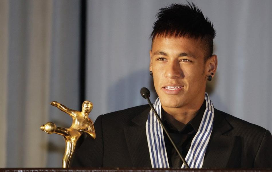 尔荣膺南美最佳足球运动员