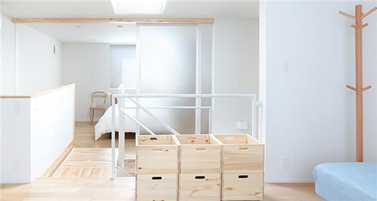 日本无印良品住宅木地板与白色瓷砖的搭配