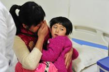 得到这么多爱心人士的帮助,小张倬的妈妈激动得眼泪夺眶而出