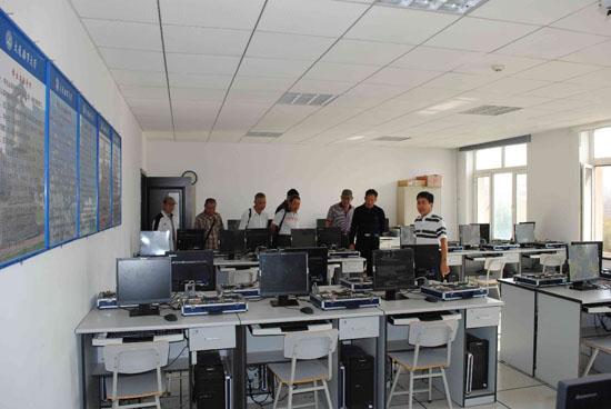 单片机实验室,电路实验室,电子技术实验室,模拟及数字电路实验室等