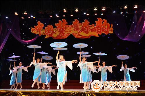 中国梦,腾飞梦,梦萦神州;青春韵,强国韵,韵系中华.