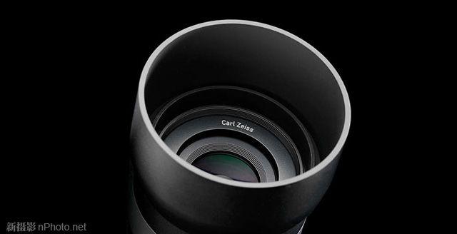 蔡司Touit无反镜头 索尼预计于本月下旬发布NEX-5系列的第4代产品NEX-5T,与相机一同发布的还有E卡口16-70mm高素质镜头。目前,SAR已从可靠来源获得消息,这是一款蔡司16-70mm f/4恒定光圈镜头。 蔡司现有一款A卡口Vario-Sonnar T* DT 16-80mm f/3.5-4.5 ZA镜头,售价约1,000美元(国内报价约5,000元),SAR表示,虽然两者所采用的结构完全不同,但价格方面的差距不会很大。