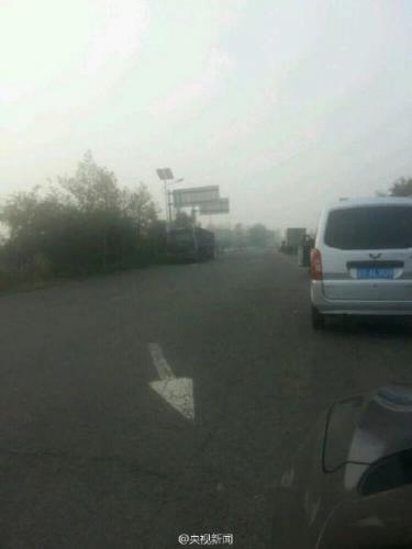 辽宁多条高速因降雾封闭 境内多处路段现拥堵
