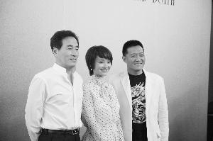杨立新/杨立新(左)与杨梅日前出席《生死依托》开播仪式。