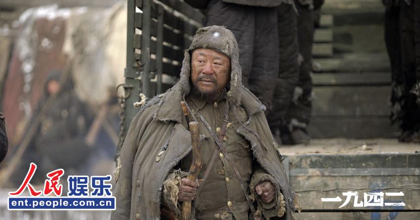 参演《一九四二》的年轻演员中,张默是戏份最重的一个.
