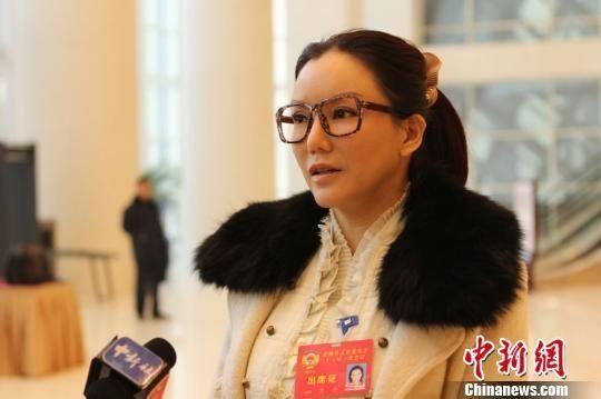 香港艳星彭丹现身甘肃政协 打扮朴实低调(图)_娱乐 ...