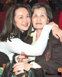 潘母(右) 图片来源:台湾《中国时报》