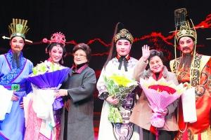 上海 郑国凤/3月26日至28日,越剧《北地王》献演上海逸夫舞台。前晚的演出...