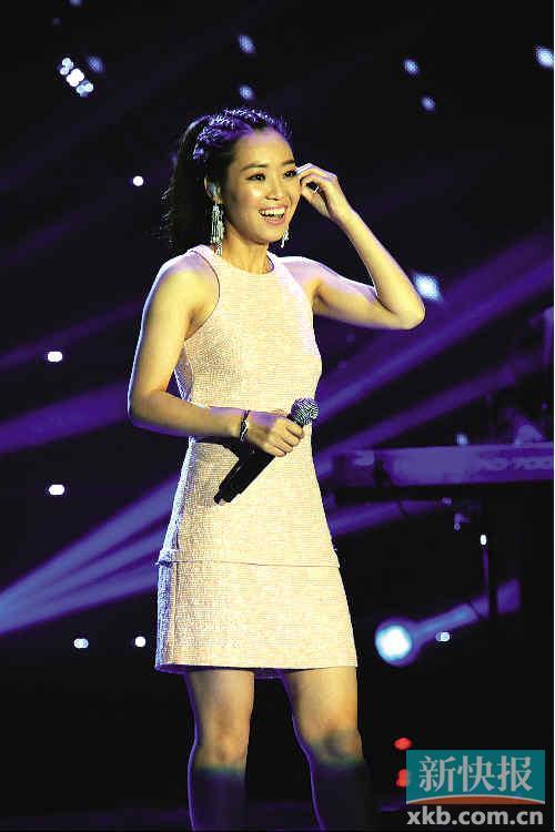 ...\云端音\歌手云朵日前在京发布2013全新专辑《倔强》,庞龙、金...