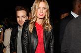 妮基·希尔顿 (Nicky Hilton)火红色内搭裙配以黑色机车外套,摇滚范十足。