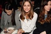 奥利维亚·巴勒莫(Olivia Palermo)简单的白加黑,秀清纯风。