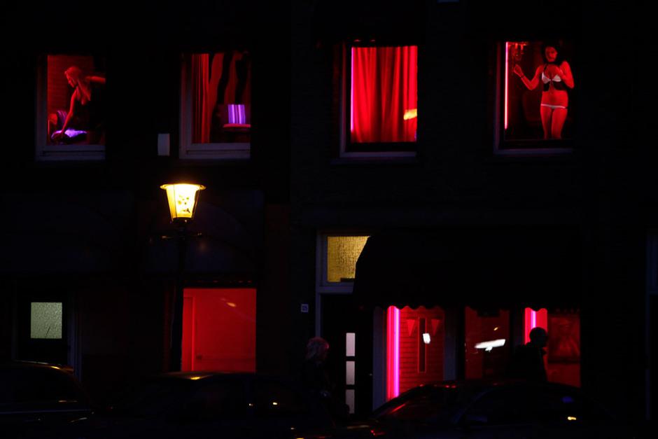 阿姆斯特丹红灯区的橱窗妓女[高清大图]