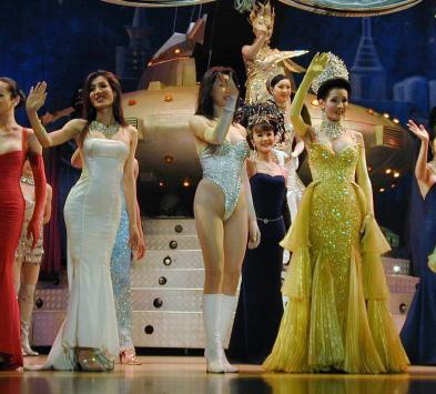 性文化 聚焦/歌舞升平的舞台上,谁能想到她们本是男儿身。...
