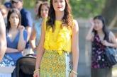 Leighton Meester(莉顿-梅斯特)荷叶边背心加Stella McCartney水果裙体现了浓浓夏日风情,橘红包包与高跟鞋相呼应玩转糖果色。