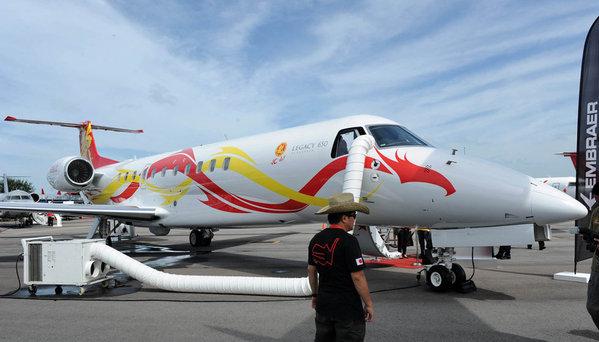 成龙私人飞机价值2亿 奢华内景首次曝光_旅游频道