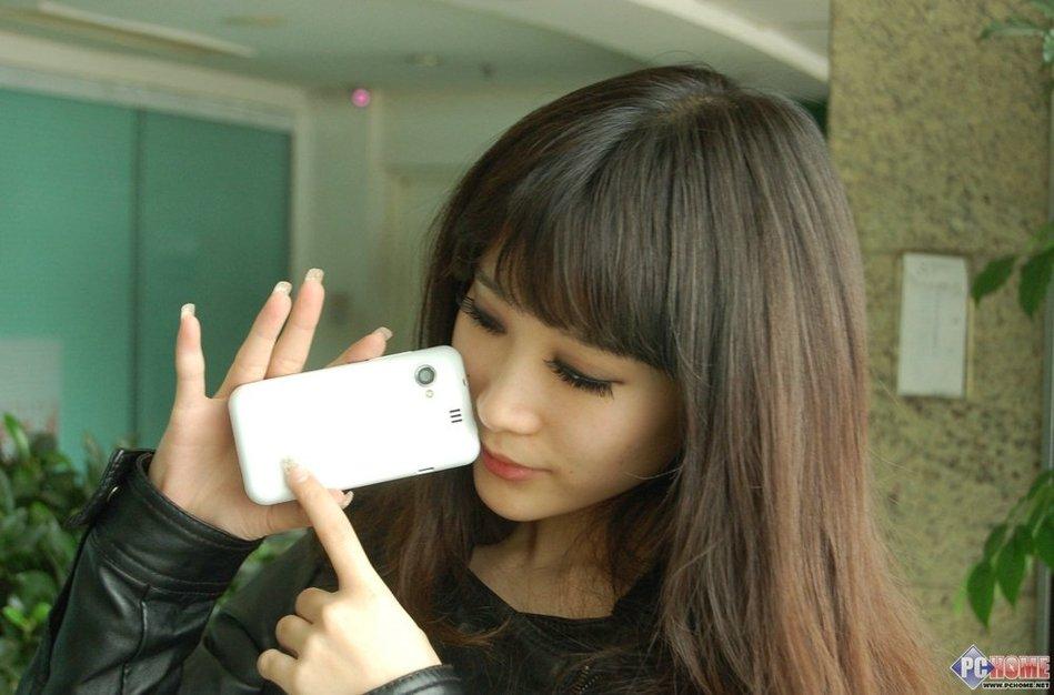 智能先锋炫酷拍照 金立GN320美女图赏 科技频
