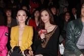 九头身美女吴佩慈与霍思燕同排看秀大秀美腿,并且期间接受了凤凰时尚的专访。
