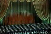 四十四年前,为了迎接庆祝建国十周年大典,由一百多名陆海空军将军们(包括当时惟一的女将军李贞在内)组成的《将军合唱团》于一九五八年十二月五日成立。