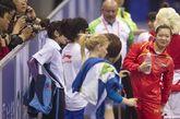 2012年4月7日,2012年国际体联体操世界杯(淄博站)比赛揭幕,姚金男获得高低杠和平衡木两项第一,程菲列在跳马第二,陈一冰排在吊环第二,滕海滨与冯喆分列鞍马和双杠首位。图为程菲有说有笑。