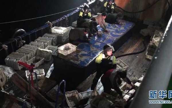 4月30日凌晨,韩国公务人员对中国渔船进行调查。韩国海洋警察厅方面30日向中国驻韩国光州总领事馆通报称,当天清晨,韩执法人员在新安郡黑山面西南方向海上对中国渔船登船调查时,双方发生冲突…