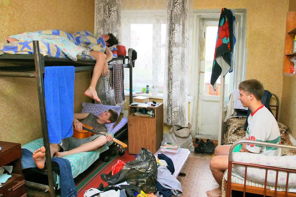 高清:大学生宿舍夜生活揭秘图片