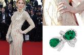 双宝石的戒指不单调,有种俏皮的感觉。DIOR的蝴蝶结绿宝石钻戒也可以有着同样的效果,大气的绿色与经典的白钻配上可爱的造型绝对魅力十足。