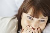 温水刷牙  人的牙齿在35~36.5℃的温度下才能进行正常的新陈代谢。35℃左右的温水是一种良性的口腔保护剂,用这样的水漱口,会使人产生一种清爽、舒服的口感。如果经常给牙齿以骤冷骤热的刺激,则可能导致牙龈出血、牙髓神经痉挛或其他牙病。