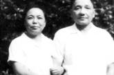 """""""文化大革命""""期间,邓小平和夫人卓琳相依为命,用劳动和读书来充实生活。"""