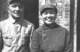 1939年9月,邓小平、卓琳在延安结婚,成为革命伴侣。图为回到太行山的合影