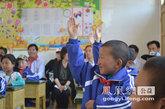 孩子们积极举手发言