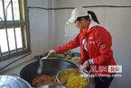 组图:甘肃静宁县双岘小学希望厨房