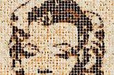 这位艺术家只是通过烘烤便成为了手工艺名人。亨利用烧焦的900片面包做出了披头士乐队成员,女王和巨星玛丽莲·梦露的肖像。他使用焦糖布丁火炬精心烘烤面包,然后再将他们铺设到工作室的地板上。