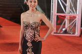 2005年的李冰冰,凭《天下无贼》中的美艳女贼造型虏获广大影迷的心。在那些年各种颁奖礼上,李冰冰的造型首尝突破,却总是有些不尽人意。近两年,李冰冰时尚感飙升,大气典雅成为关键词。2011年的上海电影节开幕式红毯。