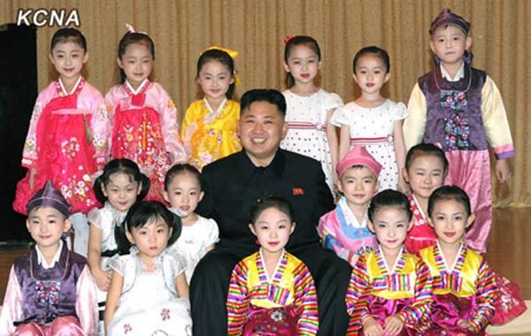 Image result for 朝鲜儿童幸福一天吃五顿饭