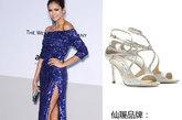 妮娜·杜波夫 (Nina Dobrev)穿着周仰杰(Jimmy Choo)绑带高跟鞋,搭配Elie-Saab蓝色礼服亮相,尽显气质。