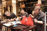 拥有90余年悠久历史的世界知名时尚品牌Gucci荣幸宣布,即日起至6月16日,于昆明金格百货(时光店)举行为期三天的Gucci传奇制作工艺鉴赏活动。这是Gucci连续第三年举办这种新颖的活动形式,向中国客人展示Gucci源于佛罗伦萨的精湛皮革手工技艺。