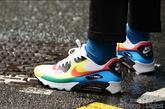 漂亮的彩色运动鞋。