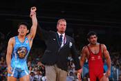 摔跤男子66kg级 日本选手夺冠