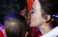 男子拳击49公斤级 邹市明卫冕激吻娇妻