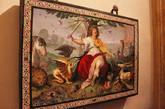 博尔盖塞博物馆(Borghese Gallery)是罗马馆藏最丰富的博物馆之一,正如博尔盖赛博物馆馆长所说他们的收藏品只收藏世界顶级艺术品,二流作品绝对不在馆藏考虑范围内。博尔盖塞博物馆馆藏包括:贝尼尼的多件雕塑;达芬奇、拉斐尔、提香、波提切利和卡拉瓦乔、鲁本斯等多位世界艺术大师代表作品。博尔盖塞家族成员之一卡米洛(Camillo Borghese)在1803年成为拿破仑妹妹波利娜.波拿巴(Pauline Bonaparte)的第二任丈夫,并获得了拿破仑授予的法国王子、帝国卫队总司令等头衔,交换条件是拿破仑从博尔盖塞家族的收藏品为法国政府购买344件艺术珍品,现在这些价值连城的文物都成了卢浮宫的重要藏品。博尔盖赛博物馆内中国人熟悉的艺术家有:贝尔尼尼、卡诺瓦、拉斐尔、提香卡拉瓦乔。