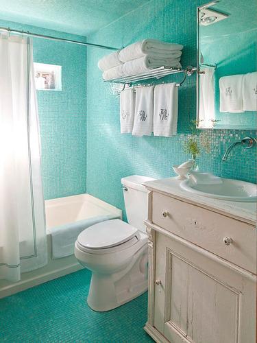 明媚春日给卫浴换个新装 30个小户型空间改造妙招