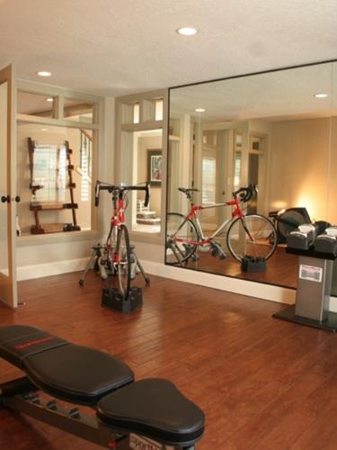 型男最爱的家庭健身房装修效果图欣赏; 家居健身角落布置方案(3)