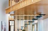 """这座房子名叫""""差不多"""",由同为建筑师的屋主夫妇John Wilkin和Susanne Pini花了三年多的时间设计并建造。每当被问及""""你们到底建完了没有?""""─""""还差一点儿""""就是他们对这个老问题最自然的回应。"""