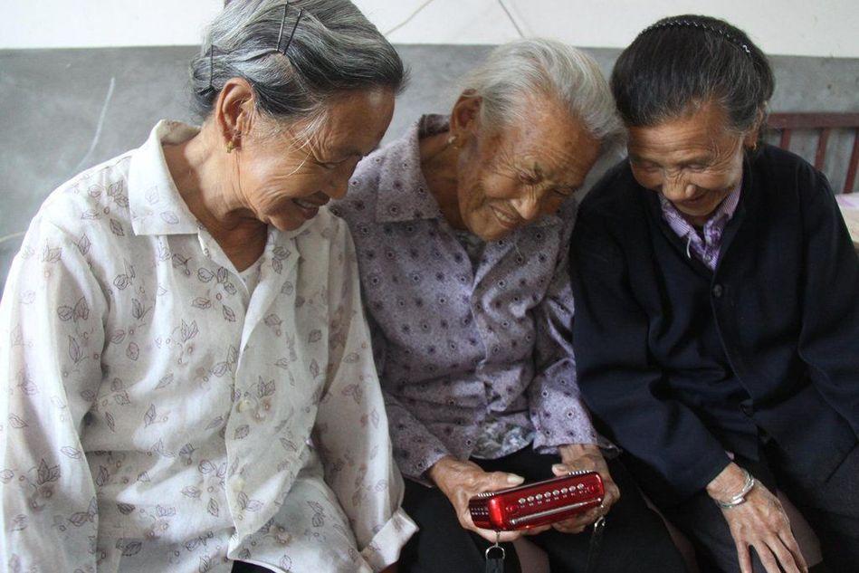 """互助养老—— 一种值得推广的养老方式——转载""""凤凰网资讯""""《9位空巢老人自组大家庭互助养老》 - 老小孩乐园(百老汇) - 老小孩乐园(百老汇)"""